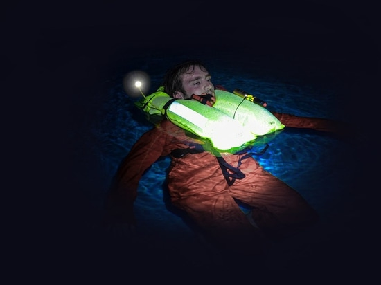Glowspot enhances the hi-vis bladder fabric with reflective particles