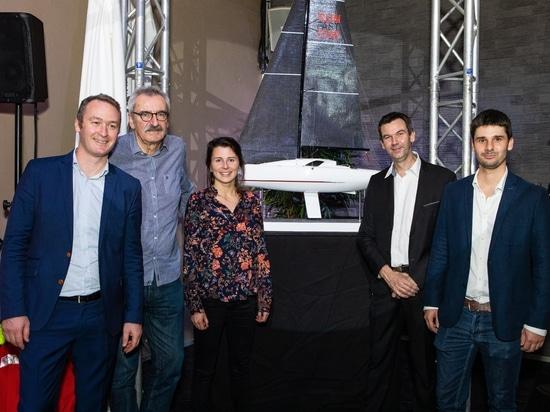 To left to right: Antoine Chancelier-Jeanneau, Daniel Andrieu-Andrieu Design, Véronique Soulé-Guillaume Verdier architecture naval, Hervé Piveteau-Jeanneau et Basile Mayet-Jeanneau.
