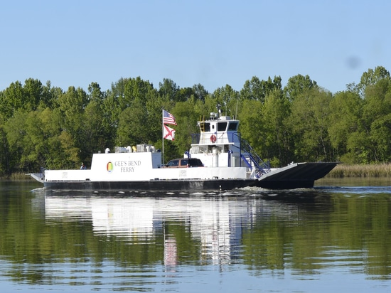 USA's first all-electric passenger-vehicle ferry enters service in Alabama