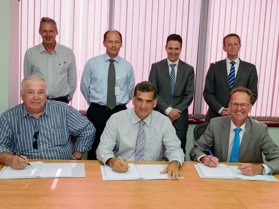 L to R: (Front row) Mr. Charly van der Sande (Nederex), Mr. Humberto de Castro (CPA), Mr. Jaap de Lange (Damen). (Second row) Mr. Paul Noordhoek (Nederex), Mr. Albert Zueste (CPA), Mr. Mathijs Roel...