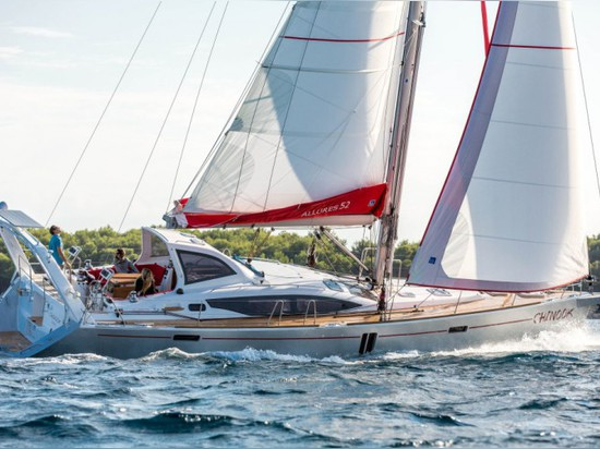A FIRST GLANCE AT THE BRAND NEW ALLURES 52