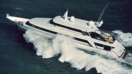 クルージングモーターヨット / 高部操舵室 / 移動用船艇