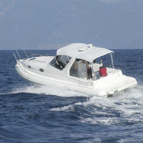 船内インフレータブルボート / ツインエンジン / 半硬式 / セントラル コンソール