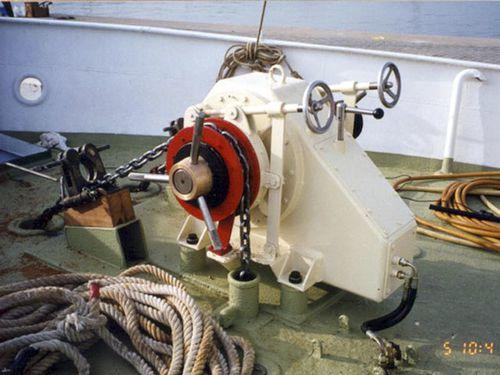 ボート用巻き上げ機 / 縦型 / 油圧 / ダブルドラム
