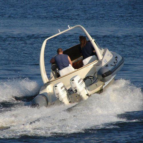 船外インフレータブルボート / ツインエンジン / 半硬式 / セントラル コンソール