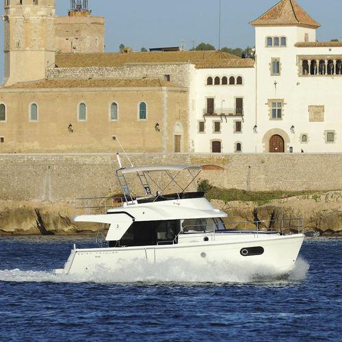 trawler com motor de centro / com flybridge / 2 cabines