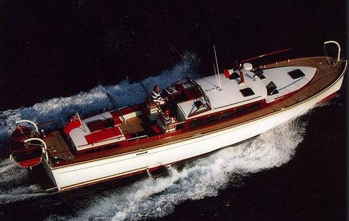 lancha Express Cruiser com motor de centro / a diesel / clássica
