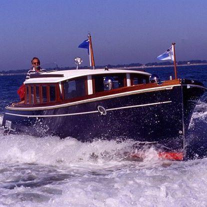 lancha Express Cruiser com motor de centro / a diesel / de cruzeiro / clássica