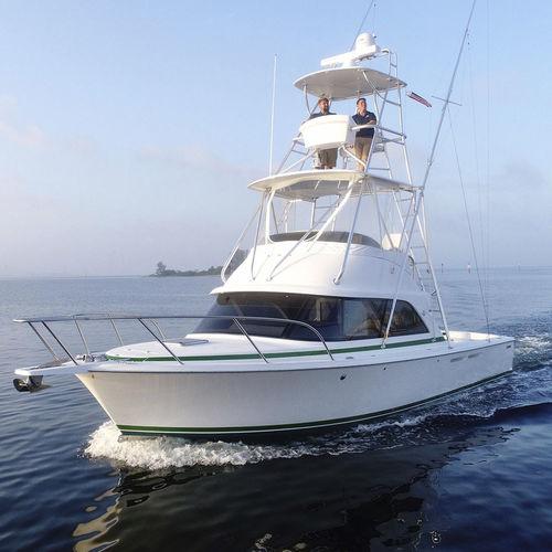 lancha Express Cruiser com motor de centro / bimotor / com flybridge / de pesca esportiva
