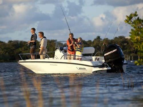 bay boat com motor de popa / com console central / de pesca esportiva / máx. 6 pessoas