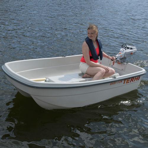 bote auxiliar com motor de popa