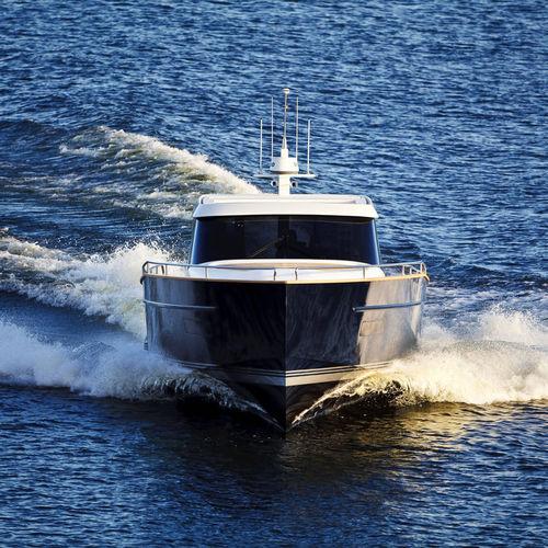 iate a motor esportivo / trawler / com flybridge / com casco planante