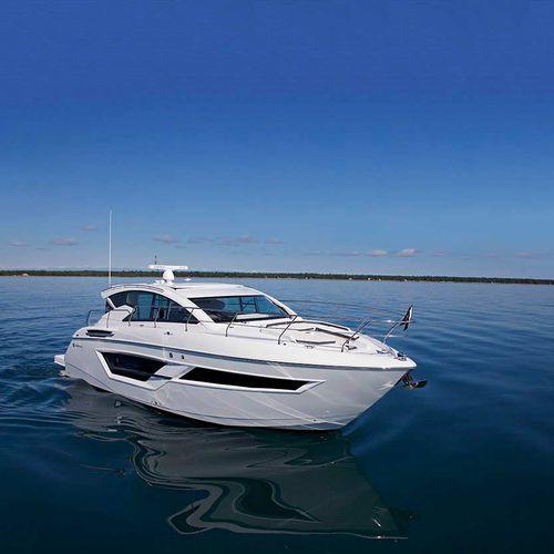 lancha Express Cruiser com motor de centro / a diesel / com hard-top / de cruzeiro