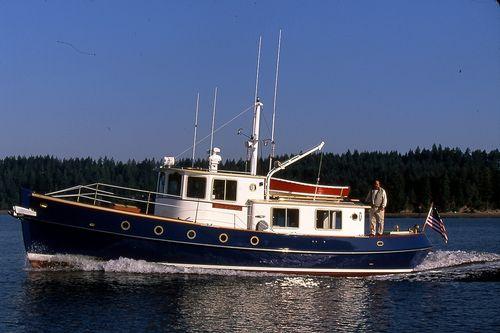 trawler com motor de centro