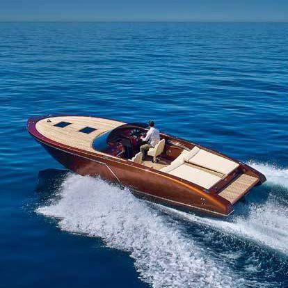 lancha Express Cruiser com motor de centro / bimotor / open / com console dupla
