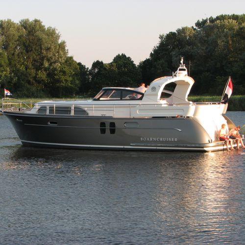 lancha Express Cruiser com motor de centro / open / de pesca esportiva / fluvial