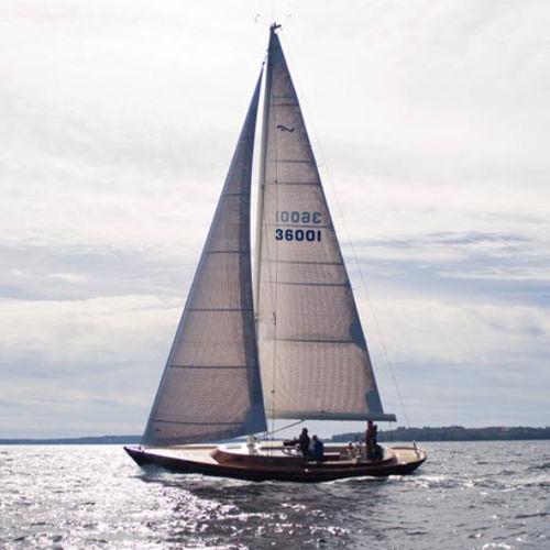veleiro tradicional / com cockpit central / com porta do leme dupla