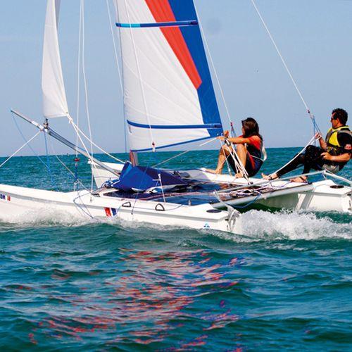 catamarã esportivo de lazer / para escola / para dois tripulantes / com dois trapézios