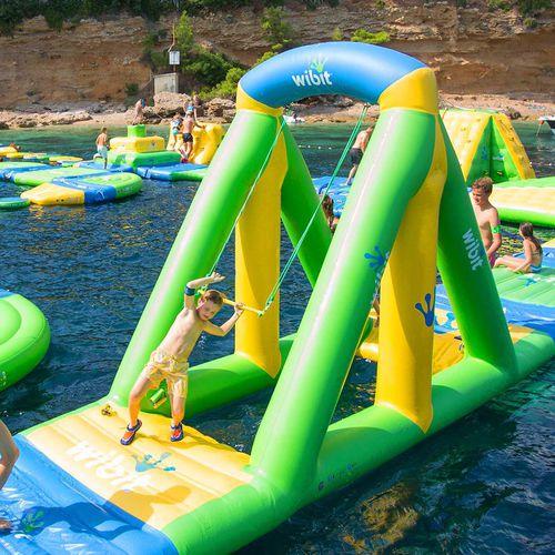equipamento de diversão aquática com estruturas lúdicas / inflável