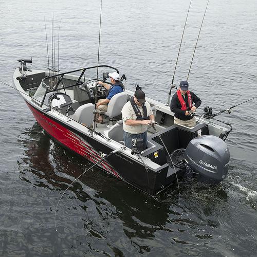 bay boat com motor de popa / com console dupla / de pesca esportiva / máx. 9 pessoas
