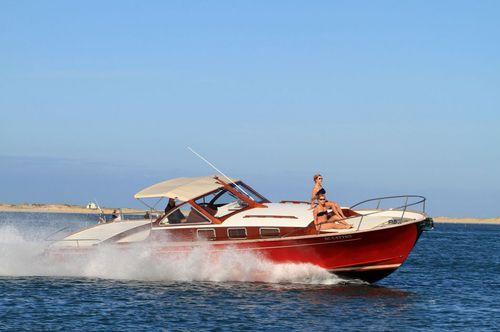 lancha Express Cruiser com motor de centro / open / esportiva / clássica