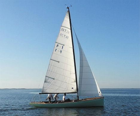 monocasco / de cruzeiro e regata / tradicional / de popa aberta