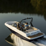 lancha de proa aberta com motor de centro / com console dupla / bowrider / de wakeboard