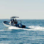 barco inflável com motor de popa / semirrígido / com console central / esportivo