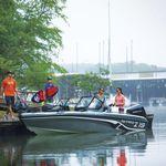bass boat com motor de popa / com console dupla / de pesca esportiva / máx. 6 pessoas