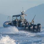 barco militar / com motor de popa / em alumínio / barco inflável semirrígido