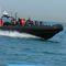 barco de combate à pirataria / com motor de popa / barco inflável semirrígido