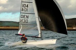 single-handed-sailing-dinghy