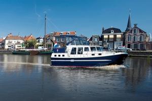 canal-cabin-cruiser