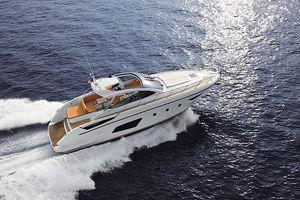 hard-top-motor-yacht