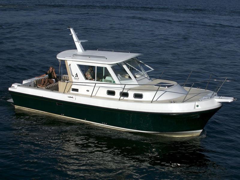 Inboard cruising fishing boat - 28 TOURNAMENT EXPRESS