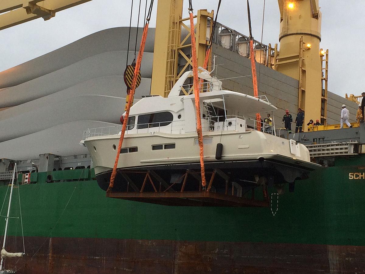 Offshore motor yacht / trawler / flybridge / fiberglass