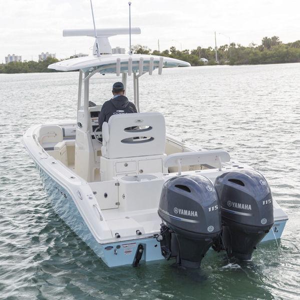 Outboard center console boat / twin-engine / center console / open 240CC  Cobia