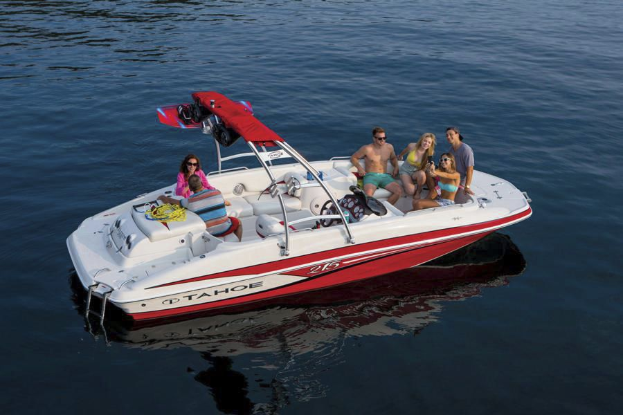 Inboard deck boat / wakeboard / ski / 12-person max  - 215