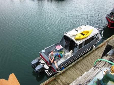 Outboard cruising fishing boat - 29' SS PILOTHOUSE
