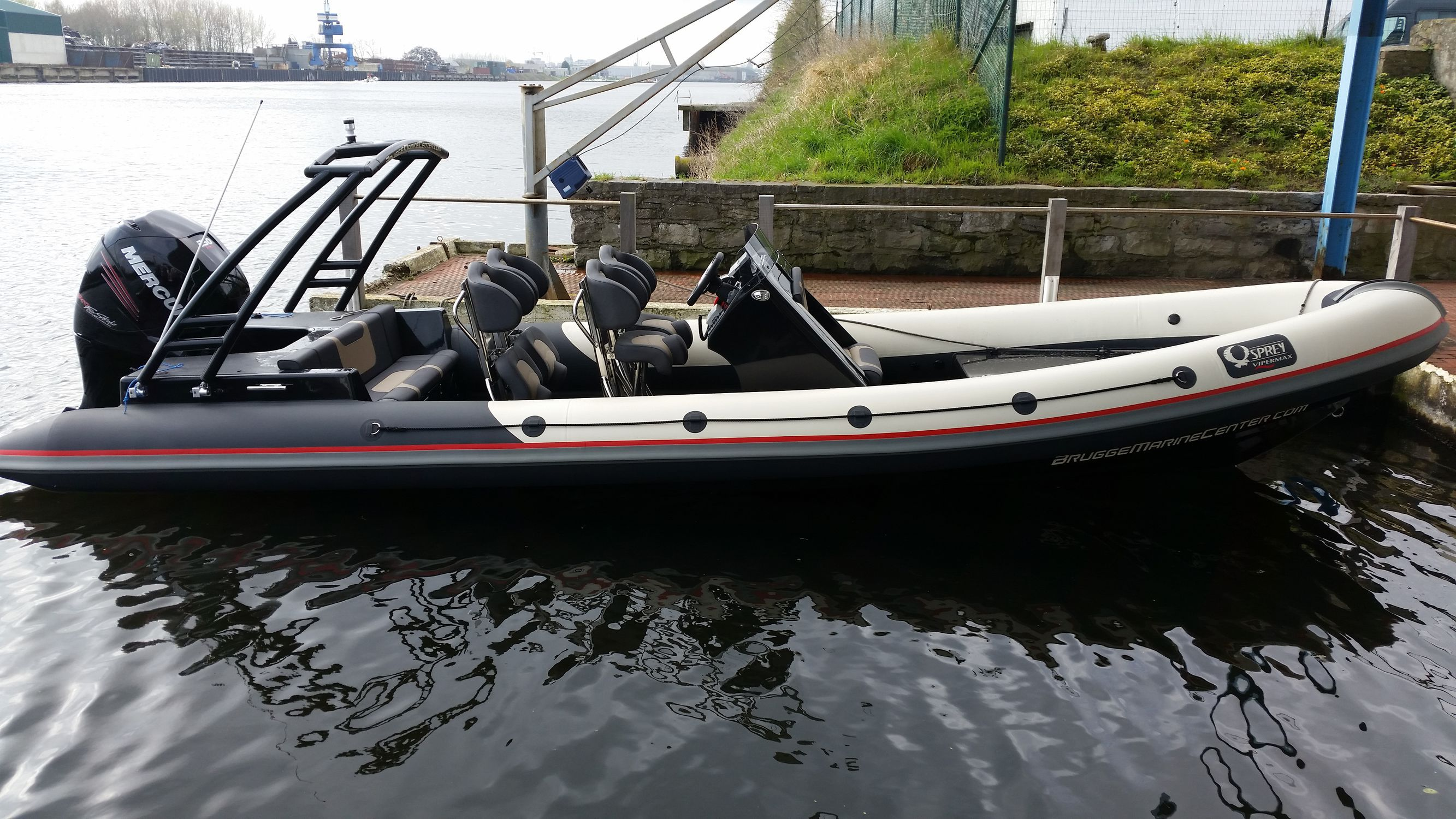 Outboard inflatable boat / twin-engine / RIB / center