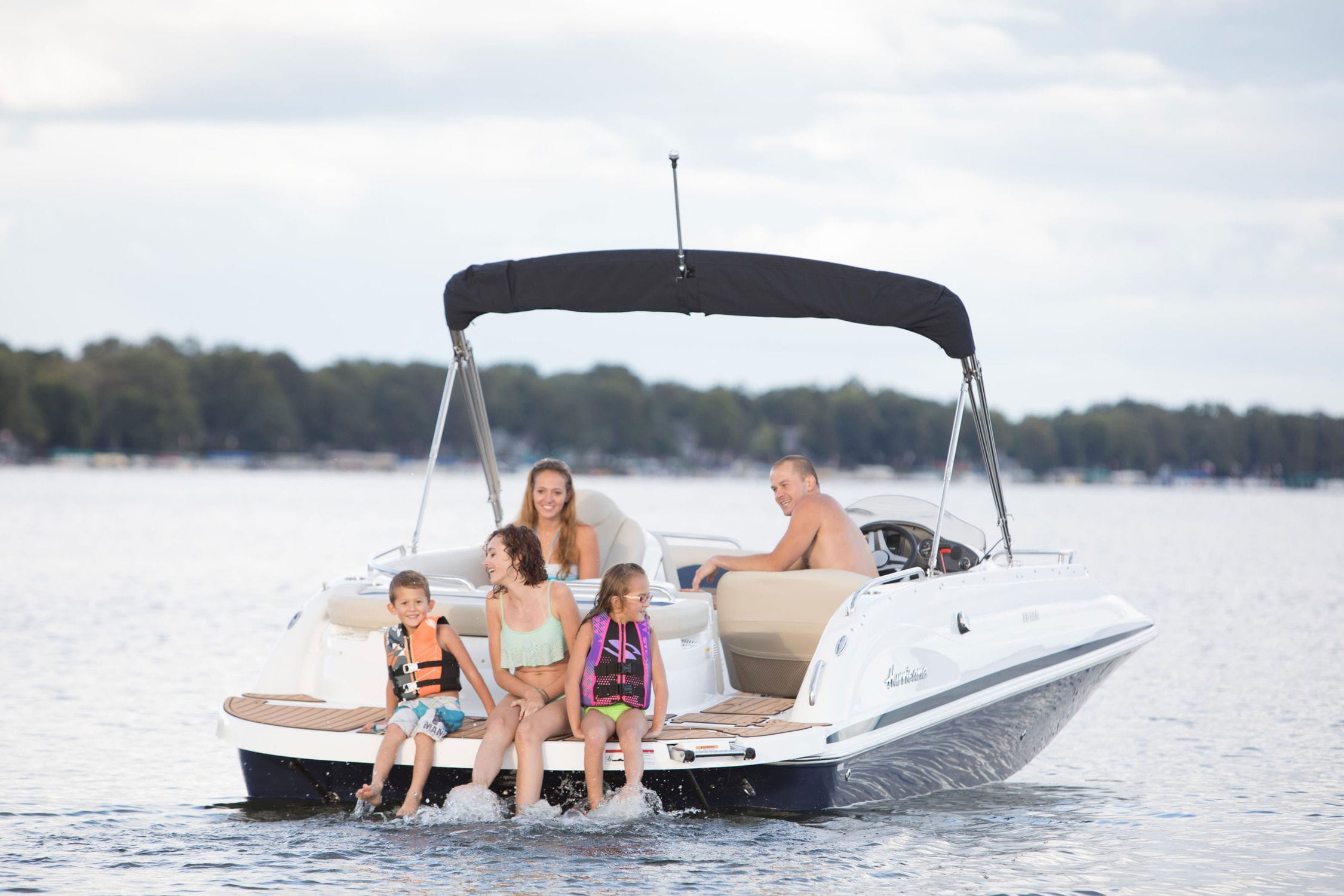 Inboard deck boat / wakeboard / 12-person max  / sundeck