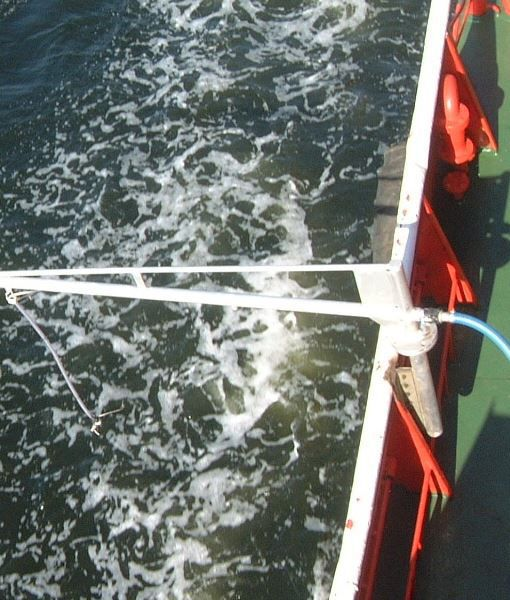Spray system with arm / dispersant / boat-mounted / oil
