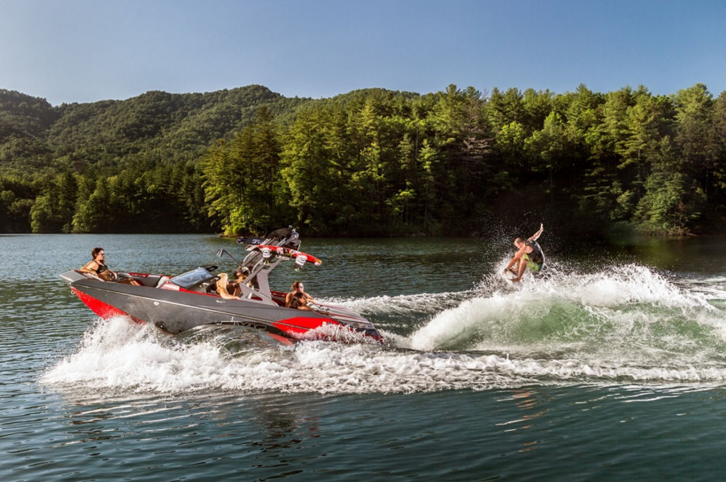 Inboard deck boat / wakeboard / wakesurf - A20 - Axis Wake Research