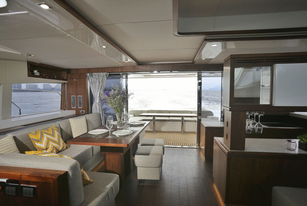 Catamaran Express Cruiser Inboard Twin Engine Flybridge Hpc