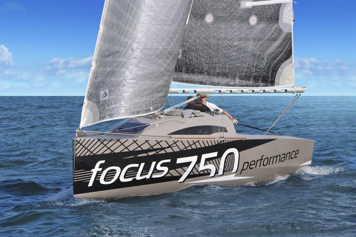 Monohull / cruising-racing / open transom / 4-berth - FOCUS