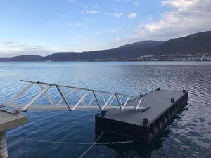 floating pontoon
