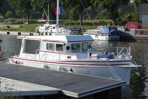 convertible motor yacht