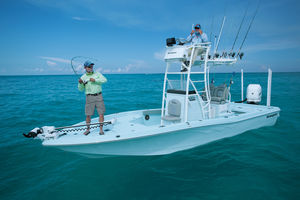 outboard bay boat / center console / flybridge / sport-fishing