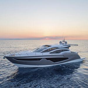 cruising motor yacht / sport / hard-top / IPS