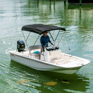 outboard center console boat / sport-fishing / 6-person max. / sundeck